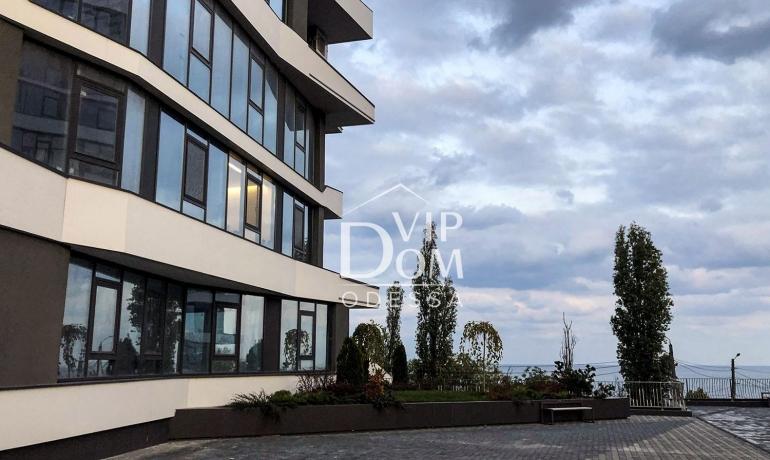 Прекрасный жилой комплекс с видом на море.