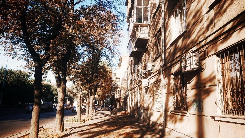 Двухкомнатная квартира в сталинке на проспекте Шевченко