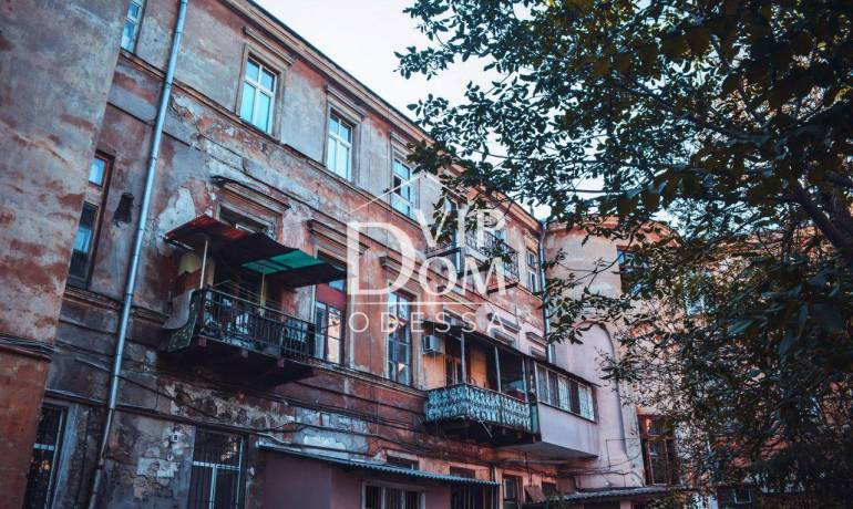 Квартира в старом фонде для любителей старины и простора!