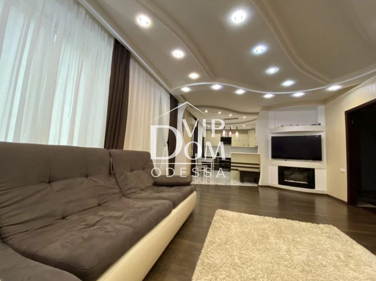 Трёхкомнатная квартира в кирпичном доме с мебелью и техникой.