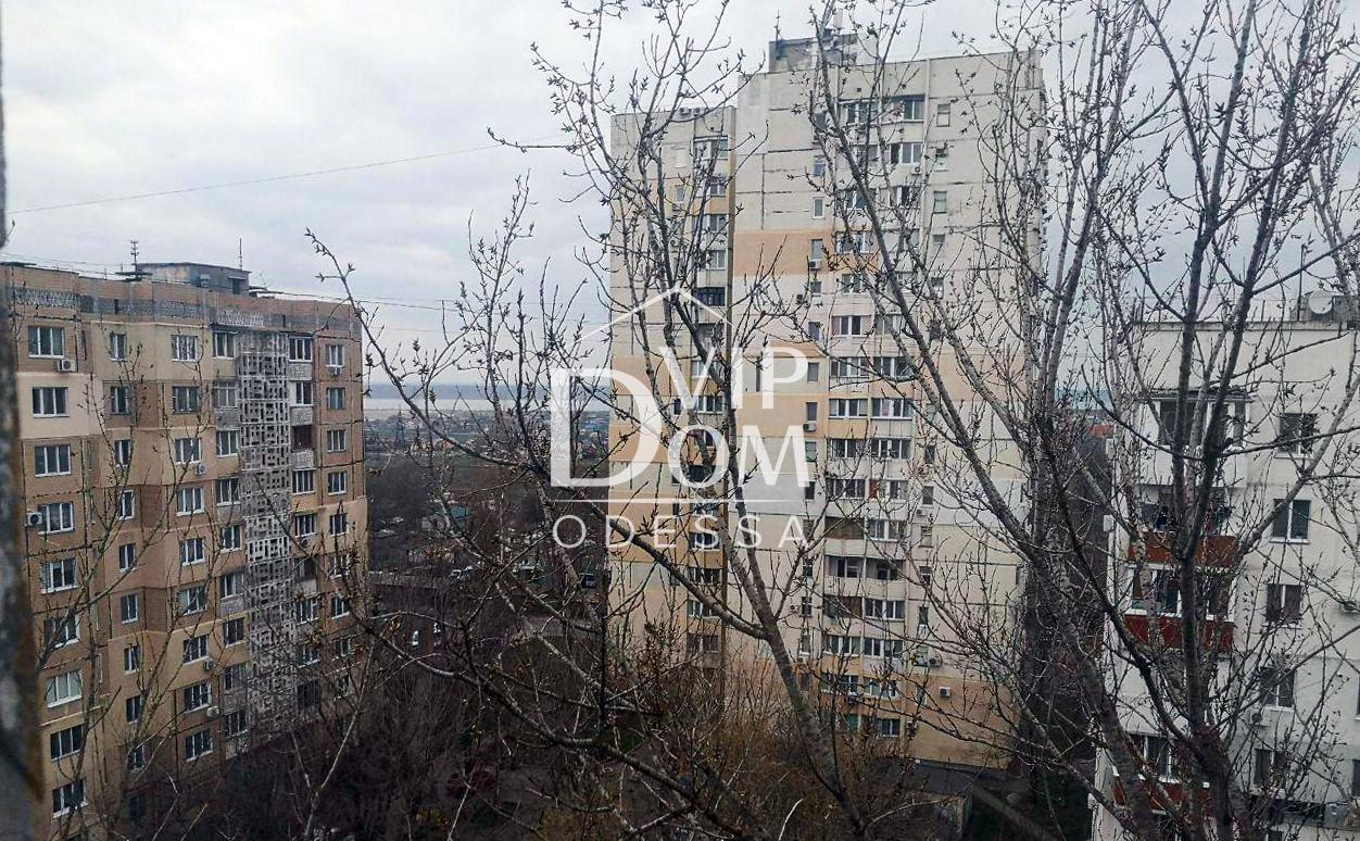 Трёхкомнатная квартира с видом на Куяльник под ремонт.