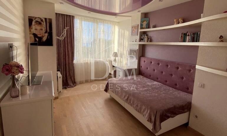 Стильная квартира возле Парка Шевченко! Три спальни.